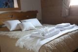 chambre-fermes-du-soleil-les-carroz-893453